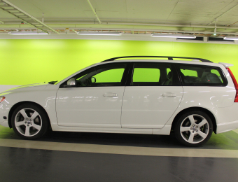 Volvo-V70-II-2.5ft-R-Design-2010